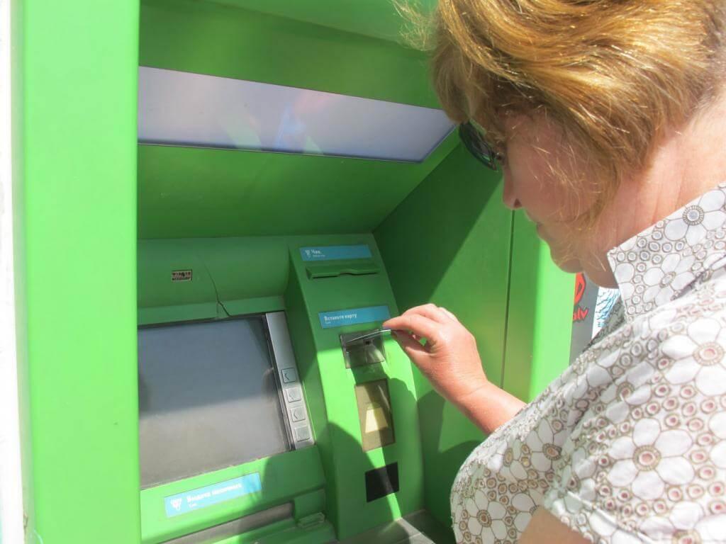 какой лимит снятия наличных с карты сбербанка